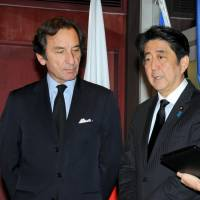 Abe pays respects to victims at French Embassy