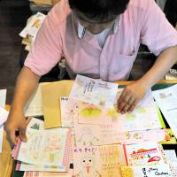 These Christmas and New Year's cards for inmates were sent to Mother House, Igarashi's NPO, by children at a foster home in Sendai. | KYODO