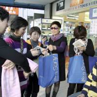Foreign tourists and their money both set records in Japan