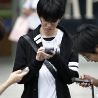 40% of high schoolers use smartphones while studying