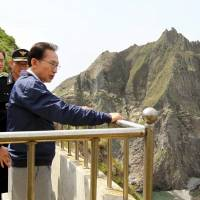 Lee decided before becoming South Korean president to visit disputed islets