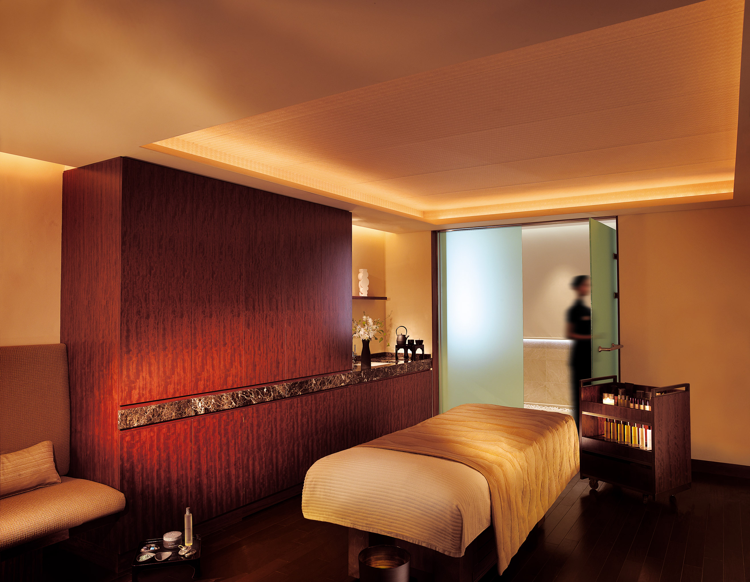 Chocolate Delight At Hyatt Regency Ritz Carlton Offers Berry Good Buffet Peninsula Spa Soothes Pampers The Japan Times