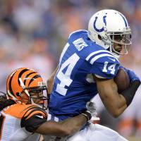 Colts rely on Luck to beat Bengals