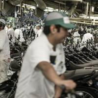 Learning on the job: Honda expects its workers to acquire knowledge by participating in each step of the production process so that they are able to solve problems based on experience. | BLOOMBERG