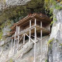 Nageiredo Hall, a national treasure, is built high up a cliff face on Mount Mitoku. | DAVEY YOUNG