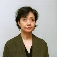 Novelist Mizumura fights to arrest fall of Japanese literature