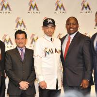 New horizons: Ichiro Suzuki (center) stands with his agent John Boggs (left), Marlins president David Samson (second from left), general manager Dan Jennings (right), and president of baseball operations Michael Hill during his news conference on Thursday. | YOSHIAKI MIURA