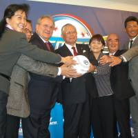 All together now: WBSC president Riccardo Fraccari (third from left) poses for a photo with other baseball officials and Samurai Japan manager Hiroki Kokubo (far right) during a news conference to announce details about the 2015 Premier 12 on Monday. | KAZ NAGATSUKA
