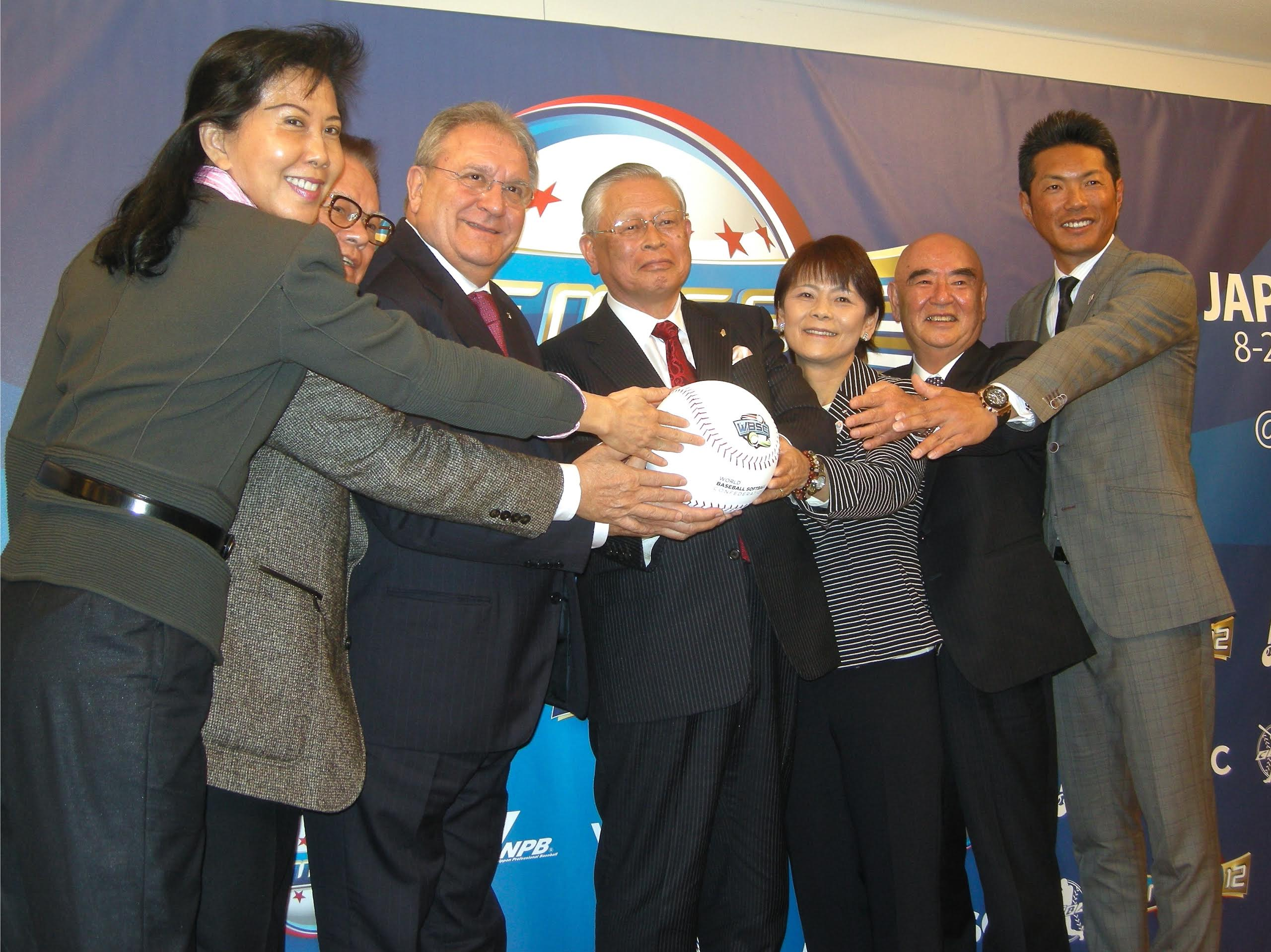 All together now: WBSC president Riccardo Fraccari (third from left) poses for a photo with other baseball officials and Samurai Japan manager Hiroki Kokubo (far right) during a news conference to announce details about the 2015 Premier 12 on Monday.   KAZ NAGATSUKA