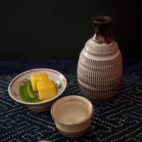 Sake, the national drink of Japan, can be enjoyed with many cuisines besides washoku. The flavor and character of sake changes depending on whether it's served chilled or warm, but the temperature is a matter of preference. Ask the staff at a restaurant, bar or liquor store for food and sake pairing recommendations. | MAKIKO ITOH