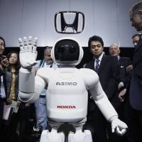Robots and foreigners are the answer as Japan's population ages, says investor Sawakami