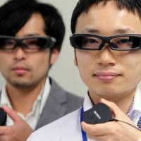 Sony's SmartEyeglass, seen here at a new conference held in Tokyo on Sept. 19, 2014, will be available in Japan, Germany, Britain, and the United States on March 10, retailing at around ¥100,00 in Japan. | BLOOMBERG