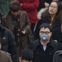 Despite dangerous smog, most Beijingers go mask free