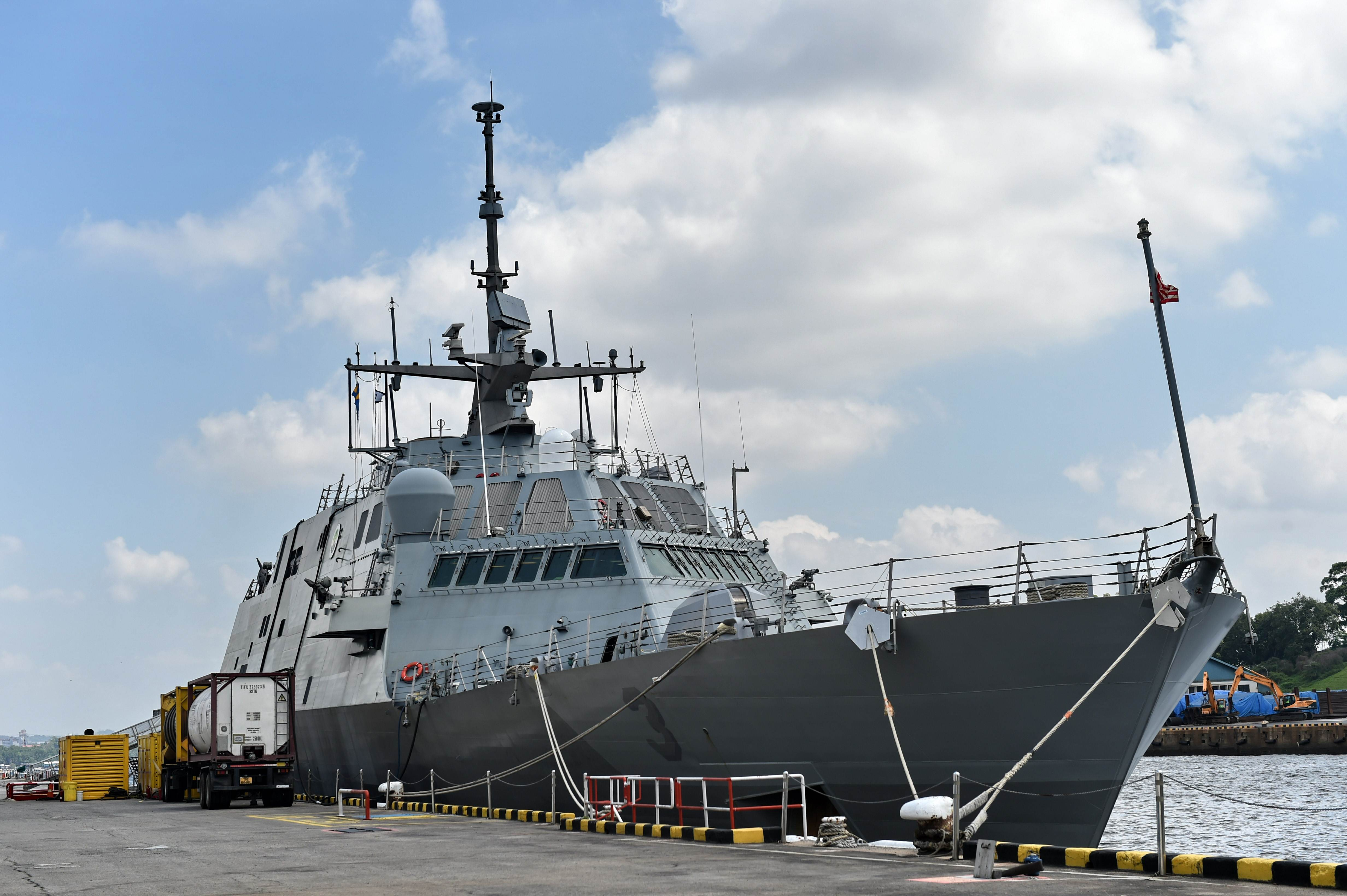 The USS Fort Worth (LCS 3) sits docked at Sembawang Wharves during a port of call in Singapore on Tuesday. The ship is expected to take part in drills off South Korea next month. | AFP-JIJI