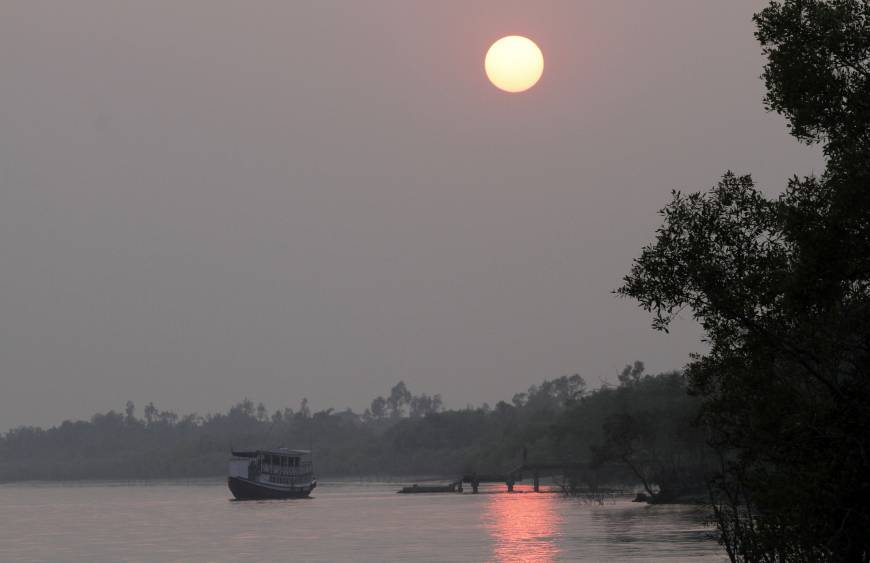 'Climate refugee' exodus predicted as rising seas swamp India's Sundarbans