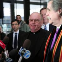 In case featuring Chicago mobster and apparent rare Stradivarius, a priest pleads guilty
