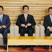 In the wake of the surprise resignation of farm minister Koya Nishikawa on Monday, Prime Minister Shinzo Abe is trying to minimize the amount of damage to his administration. | KYODO