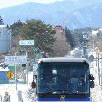 A new JR bus service that connects two towns in Fukushima Prefecture passes through the exclusion zone around the Fukushima No. 1 nuclear power plant on Jan. 31. | FUKUSHIMA MINPO