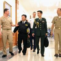 Japanese defense attaches talk with officials of the U.S. Joint Chiefs of Staff in the Pentagon last December. | KYODO