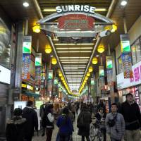 The Sunrise Kamata shopping arcade in Ota Ward, Tokyo, offers a variety of choices, including a wide range of shops, inexpensive eateries, a movie theater and a game arcade. | YOSHIAKI MIURA