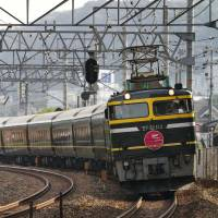 Tickets for last Twilight Express run sell out in seconds; pair top ¥1 million