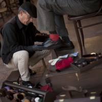 Javier Castano, a shoeshiner working in the southern city of Malaga, said Monday he wants to give the rights to the Twitter handle @japan to relevant Japanese authorities for free. | AFP-JIJI