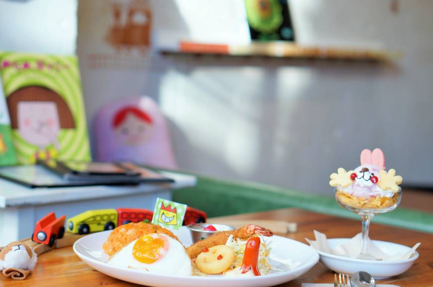 Child's play: The signature lunch comes with comfort food favorites. | MAI HAYASHI