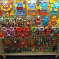 Mechanical failure: Rather than sounding as robotic as the toys in this museum, add 'ka' to make your speech more natural. | BECK GUSLER / CC BY-SA 2.0