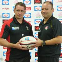 Final curtain: Former Wales international Shane Williams (left), seen in this 2012 file photo with Japan manager Eddie Jones, will play his final game as a professional this weekend. | KYODO
