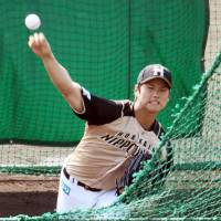All eyes on me: Shohei Otani pitches during spring camp on Saturday in Nago, Okinawa. | KYODO
