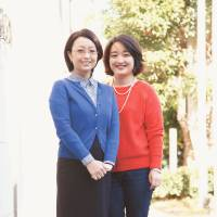 Sisters Xia (left) and Mei Zhang say rearing children in Japan can be a challenge.   CHIEKO KATO