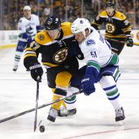 Lack stops 40 for Canucks