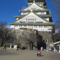 Osaka Castle now serves as a museum housing artefacts. | SUZANNE KAMATA