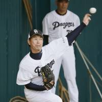 Golden oldie: Chunichi's Hitoki Iwase pitches in the bullpen during spring camp on Feb. 17. | KYODO