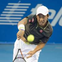 Hulk smash: Kei Nishikori hits a shot against Kevin Anderson during the Mexico Open semifinals on Friday in Acapulco, Mexico. | KYODO