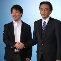 Nintendo Co. President Satoru Iwata (right), and DeNA Co. CEO Isao Moriyasu announce a partnership between their companies during a news conference in Tokyo on Tuesday. | KAZUAKI NAGATA