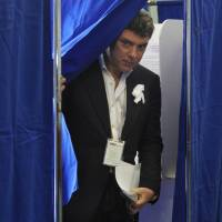 Boris Nemtsov finishes voting in Russia's last presidential election, in Moscow on March 4, 2012. | AFP-JIJI