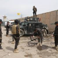 Enemy fire, booby-traps, Shiite troop boycott delay Iraqi forces' advance in Tikrit