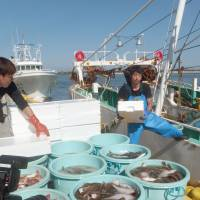 Local fishermen unload a fresh catch at Matsukawaura port in Soma, Fukushima Prefecture. | KYODO