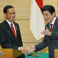 Indonesian President Joko Widodo and Prime Minister Shinzo Abe hold a joint news conference in Tokyo on Monday. During their talks, the leaders agreed to boost cooperation in the security and economic spheres. | KYODO