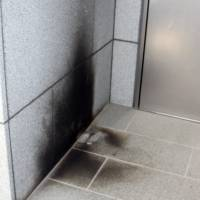 A photo taken Thursday shows that a suspected arson attack left scorch marks on a wall near the back door of the Korean Cultural Center in Tokyo. | YONHAP/KYODO