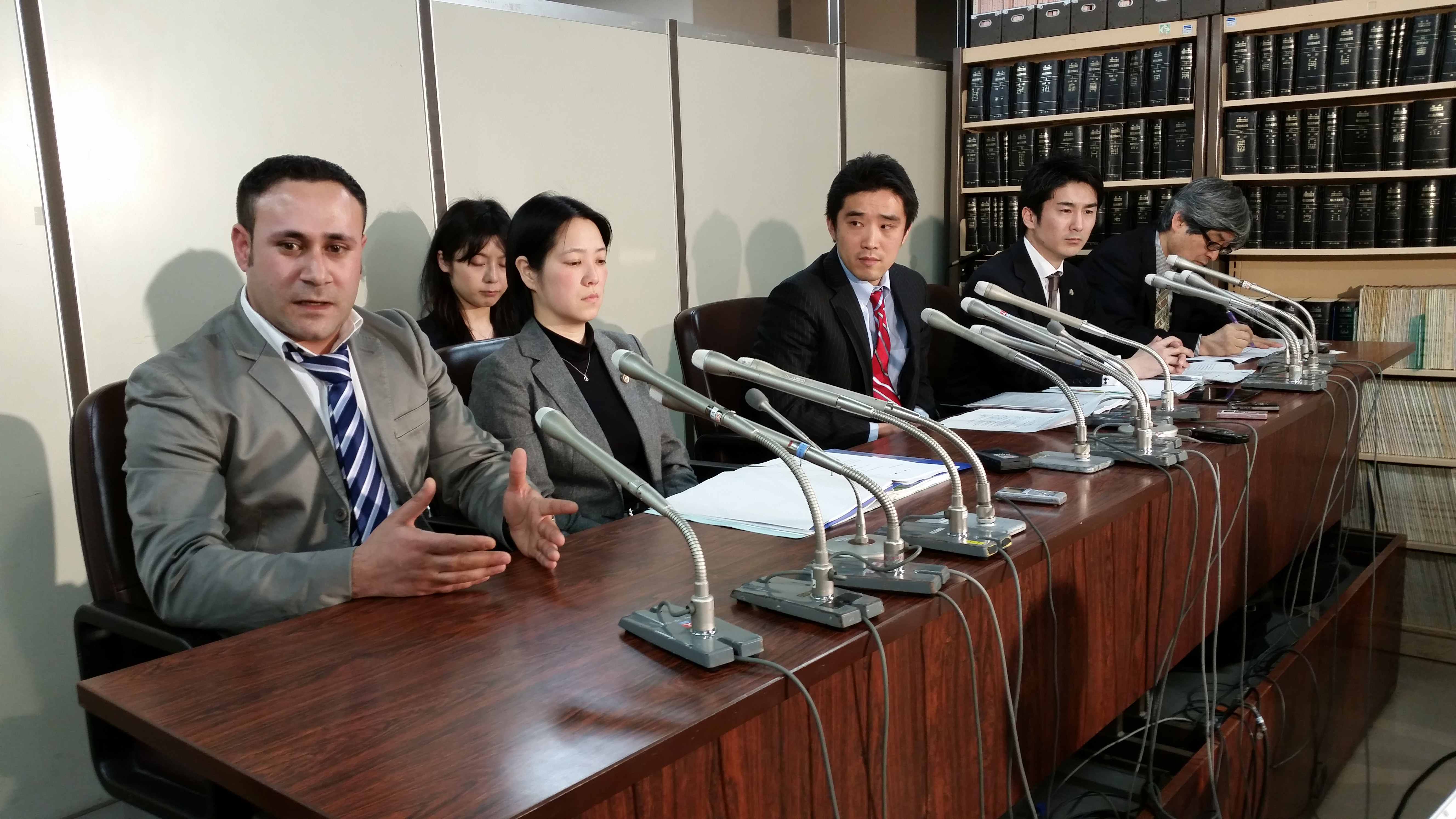 Syrian Joude Youssef (left) pleads for refugee status in Tokyo on Tuesday. He is one of four asylum seekers who arrived in 2012 and are now suing the government over their rejected applications.   TOMOHIRO OSAKI