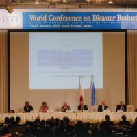A photo taken at the Second UN World Conference on Disaster Reduction in Kobe, Hyogo Prefecture, in 2005. | HYOGO PREFECTURE