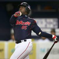 Guess who's back: Lastings Milledge, seen in this 2014 file photo, played in 10 games for the Swallows last season. | KYODO