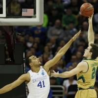 No. 1 Kentucky downs Notre Dame in thriller