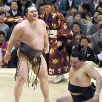 Last man standing: Hakuho outduels Harumafuji in the final bout of the Spring Grand Sumo Tournament on Sunday. | KYODO