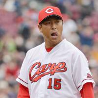 Settling in: Hiroshima pitcher Hiroki Kuroda reacts during the Carp's 9-2 exhibition win over the Buffaloes on Sunday. | KYODO