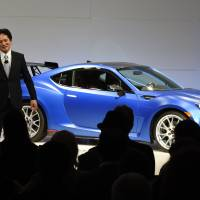 Tom Doll (left), president and chief operating officer for Subaru of America,and Yoshio Hirakawa, president of Subaru Tecnica International, unveil the Subaru BRZ on Wednesday at the 2015 New York Auto Show at the Javits Center in New York.    AFP-JIJI