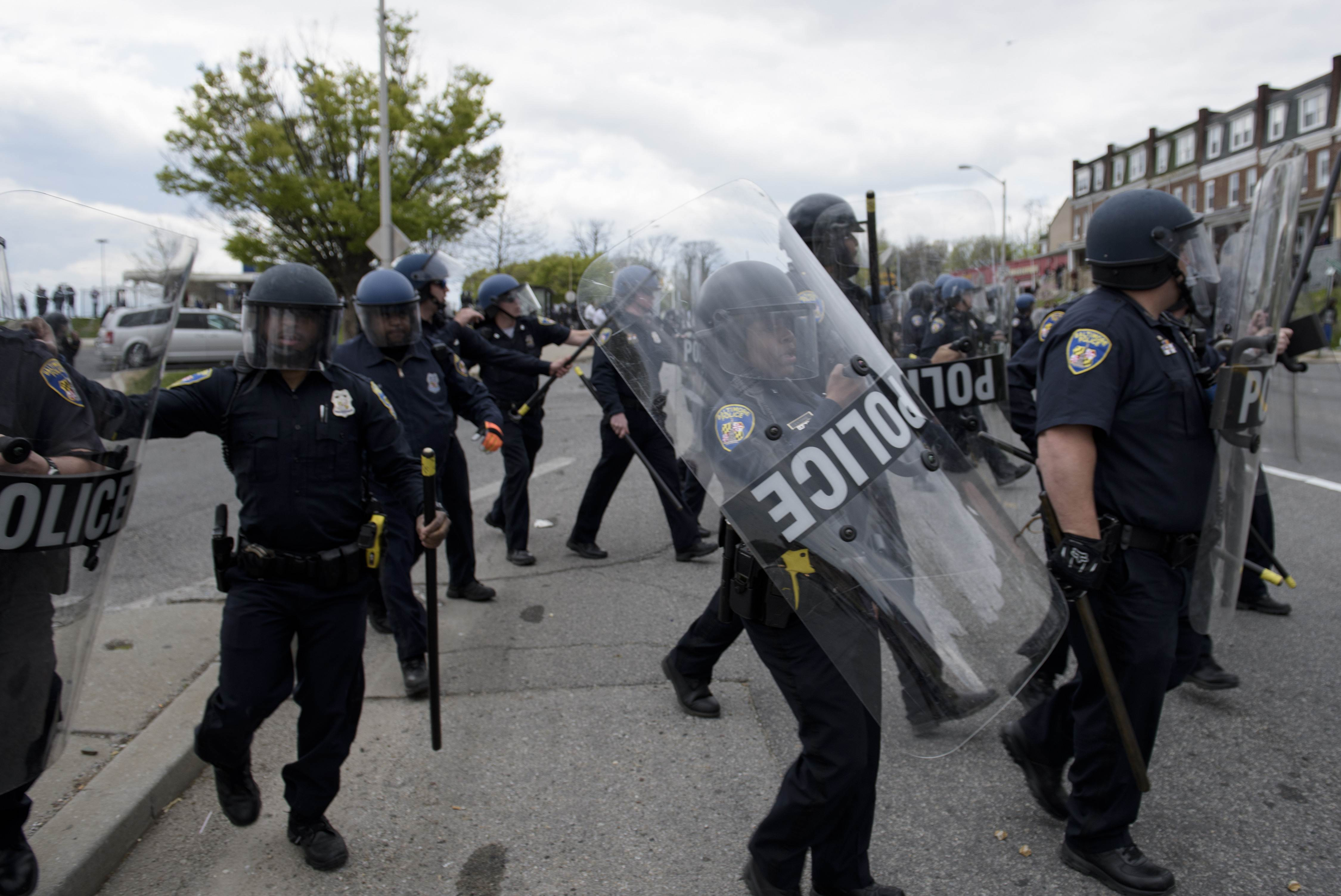 Baltimore police officers in riot gear push protestors back along -  Baltimore Police Officers Clash With Protesters In The Streets Near Mondawmin Mall On Monday