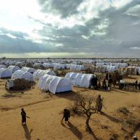 Kenya to U.N.: Close refugee camp for 400,000 Somalis, send them home or they'll be relocated